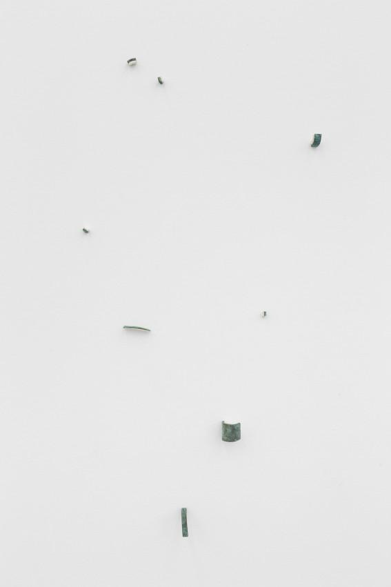 Sem título / Untitled, 2019 Bronze e papel / Bronze and paper Dimensões varáveis / Variable dimensions