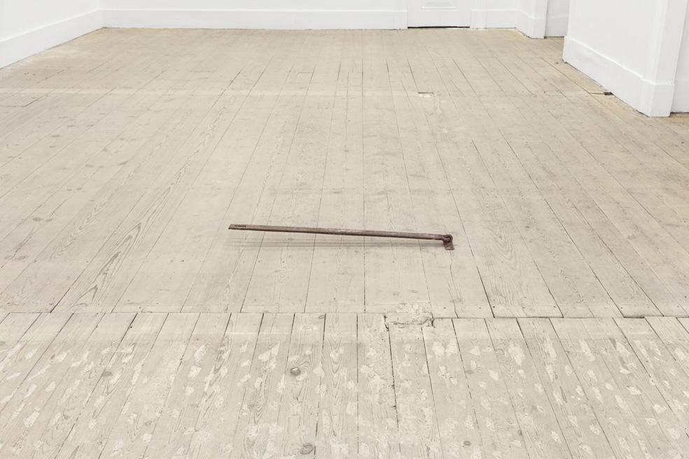 Sem Título, 2013. Ferro, 10x70x8 cm/Untitled, 2013. Steel, 10x70x8 cm