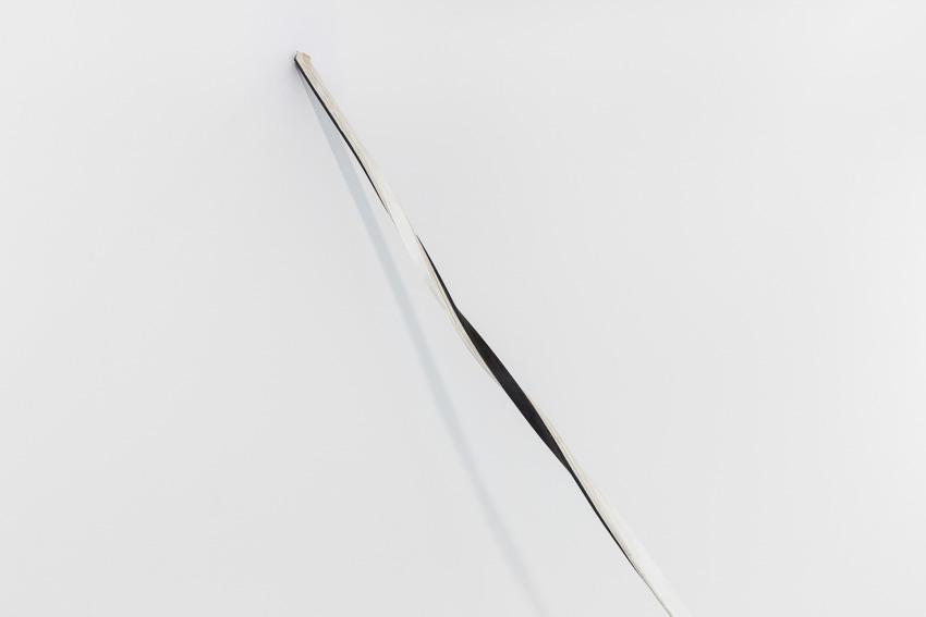 Sem título, 2015. Ferro e papel, 340 x 210 x 300 cm /Untitled, 2015. Iron and paper, 340 x 210 x 300 cmFotografia por/ Photograph by Bruno Lopes