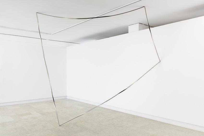 Sem título, 2015. Ferro e papel, 320x335x175 cmUntitled, 2012. Iron and paper, 200x250x1,5 cm